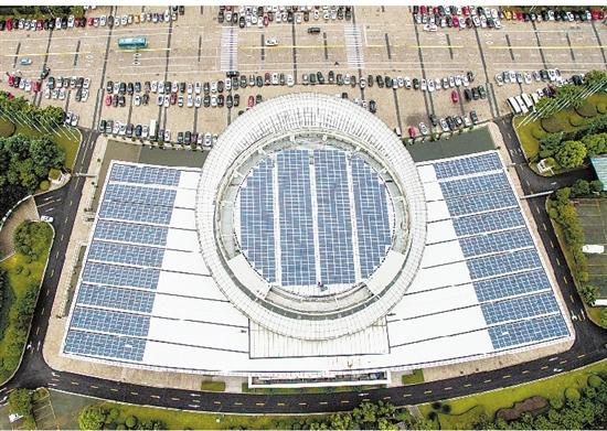 浙江温州市政府办公楼顶上的光伏发电系统