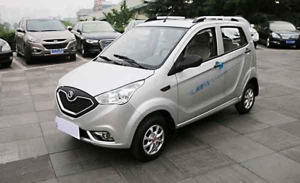 车身尺寸为3360*1542*1558mm,最高车速45km/h和55km/h,最大续航里程100-120KM/150KM。该款车型分为喜悦版、享悦版、快乐版、标准版和舒适版。电池组采用12V、100Ah/8V、150Ah胶体免维护电池,交流电机。   欧陆陆虎 2.88-3.58万元专攻微电SUV